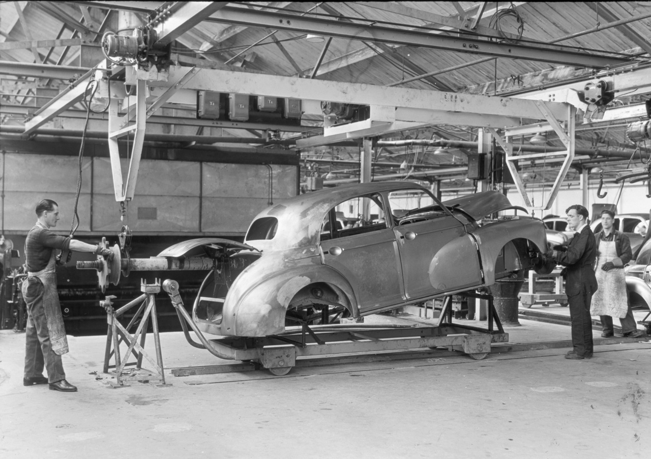 Mini plant oxford celebrates 100 years of building cars for Production builder