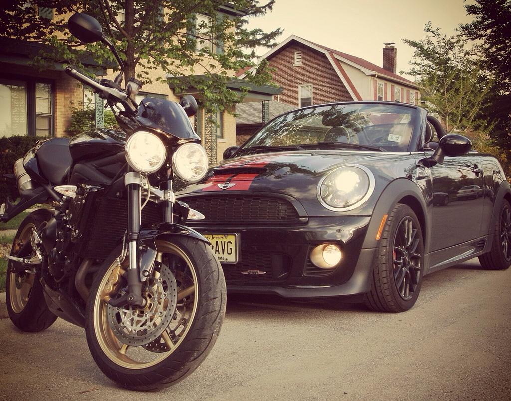 Roadster-vs-Moto