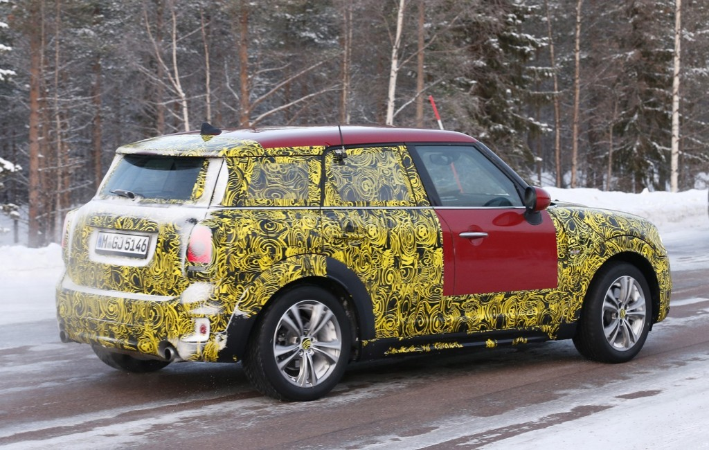 red-2017-mini-countryman-shows-larger-trunk-opening-head-up-display_7