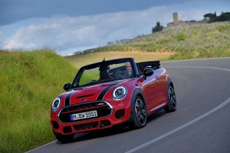 F57_JCW_convertible_407_MotoringFile
