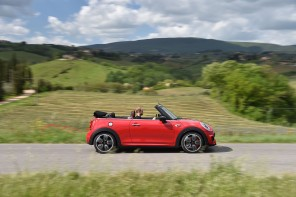 F57_JCW_convertible_409_MotoringFile