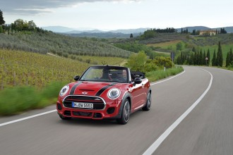 F57_JCW_convertible_415_MotoringFile