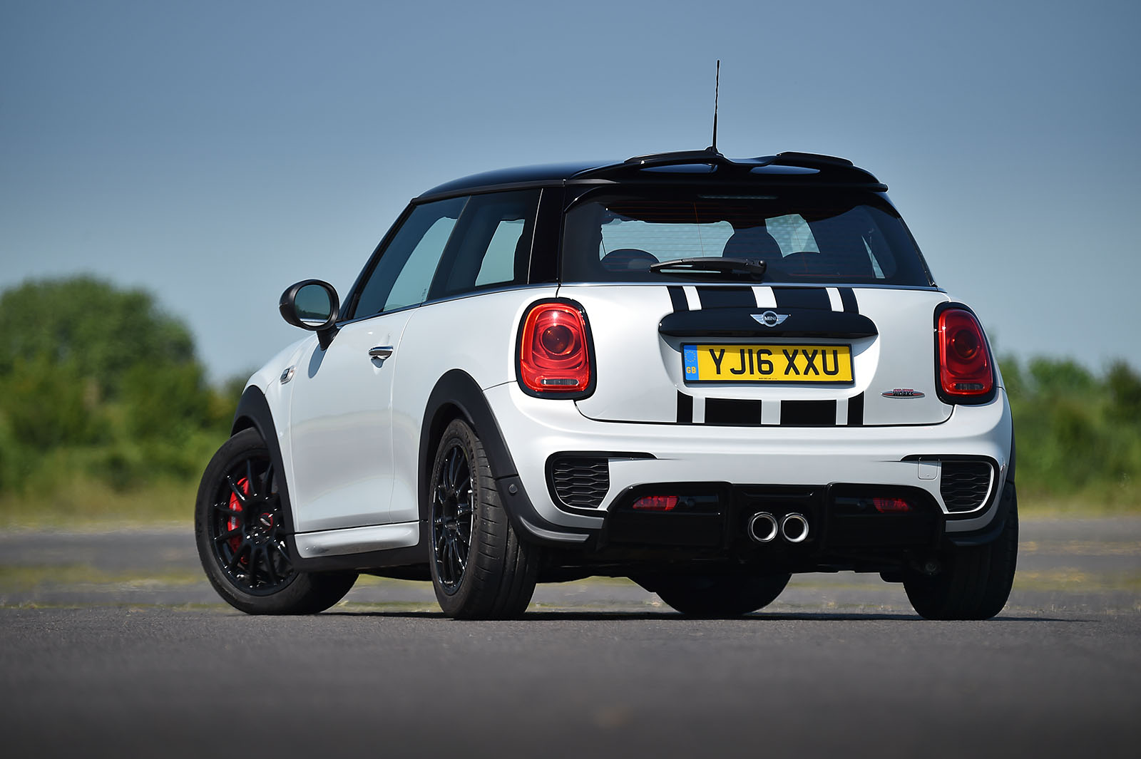 official premier uk exclusive mini cooper jcw challenge motoringfile. Black Bedroom Furniture Sets. Home Design Ideas