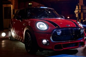 Chris Harris Shows Off Top Gear's New Reasonably Priced Car – the MINI Cooper