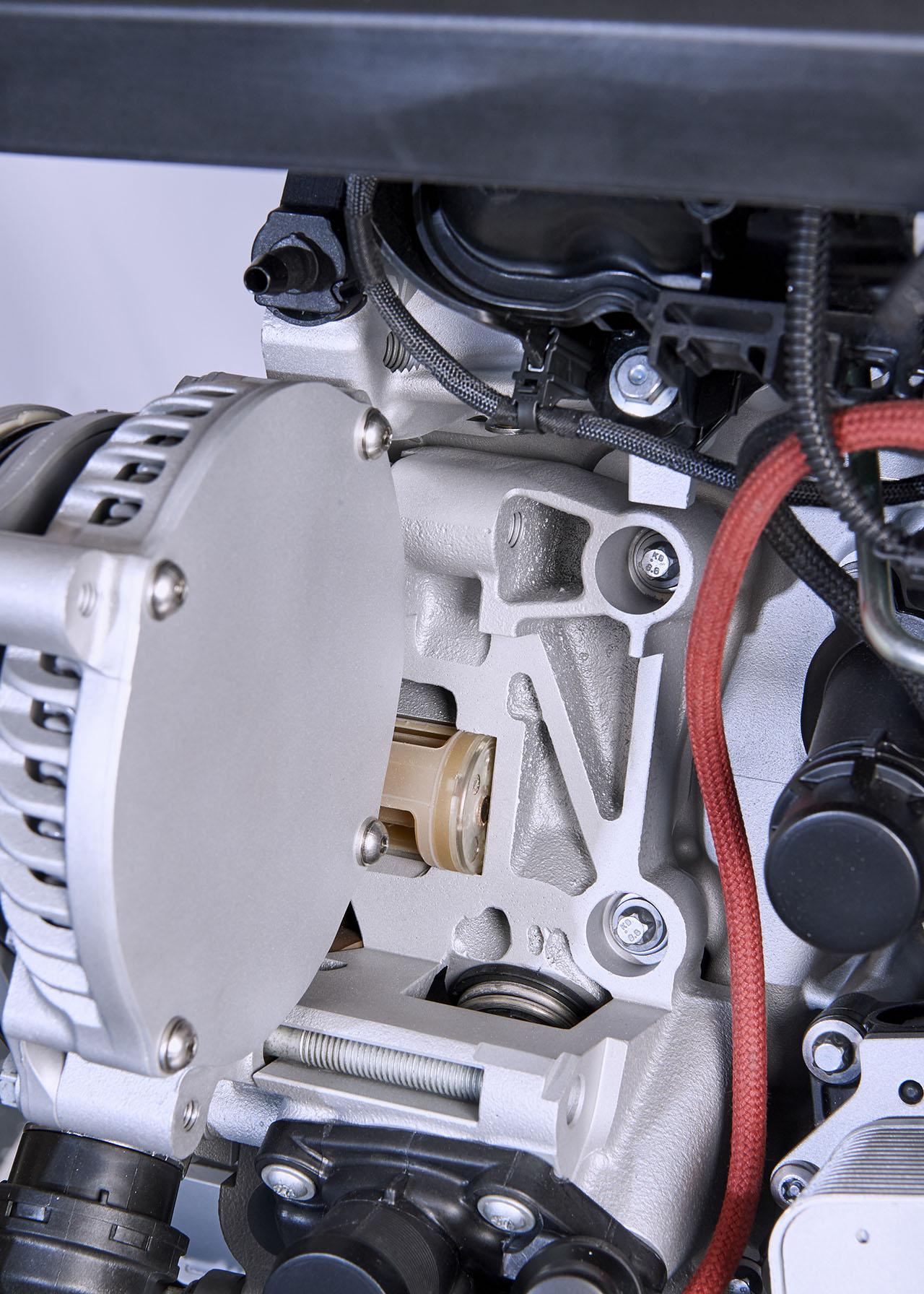 P90228188-diesel_engine.jpg