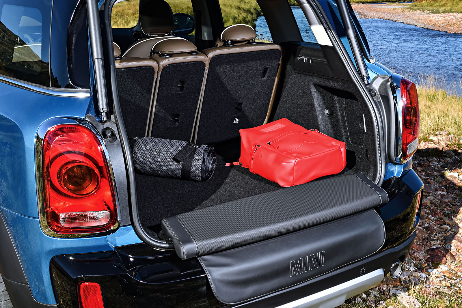 Here S How The Mini Countryman Quot Picnic Bench Quot Works
