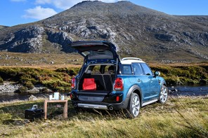 "Here's How the MINI Countryman ""Automatic Tailgate"" Works"