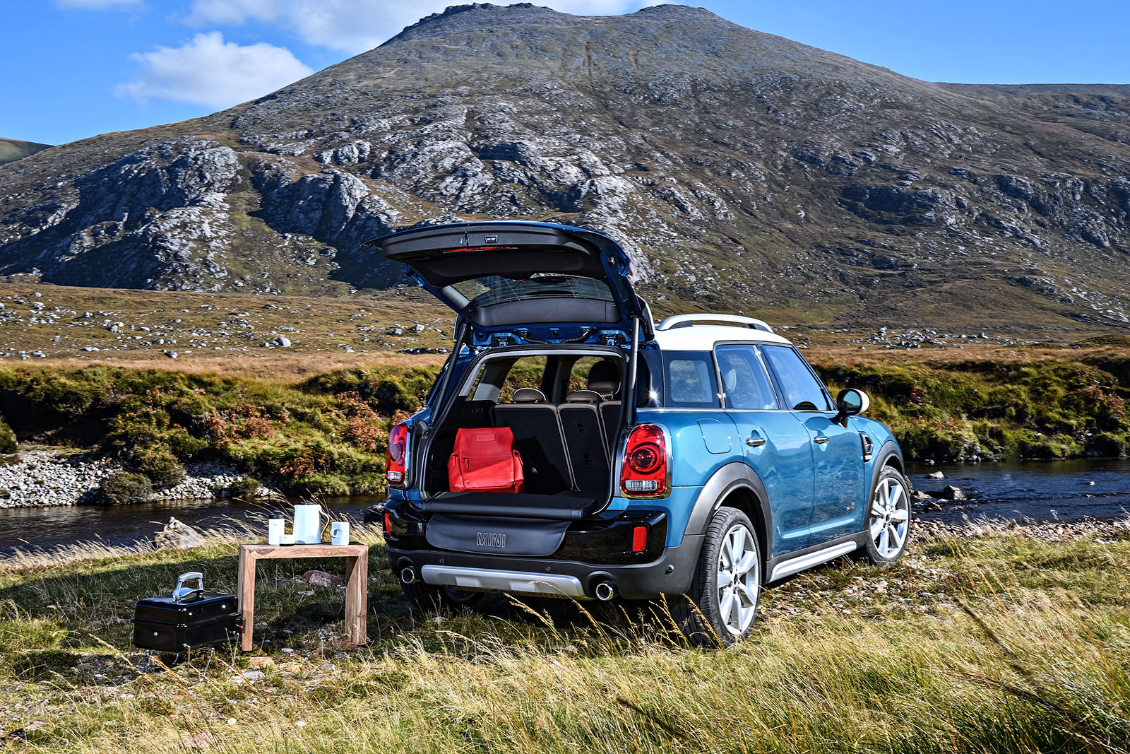 Heres How The Mini Countryman Automatic Tailgate Works Motoringfile