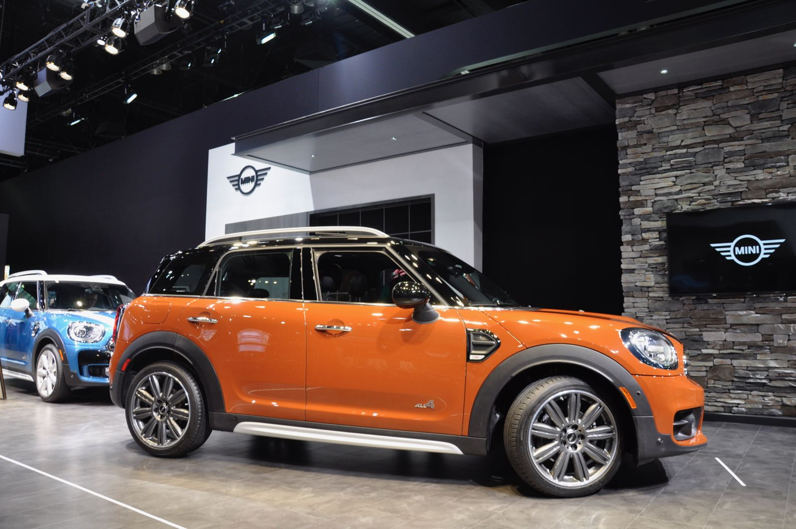 hands on review 2017 mini countryman motoringfile. Black Bedroom Furniture Sets. Home Design Ideas