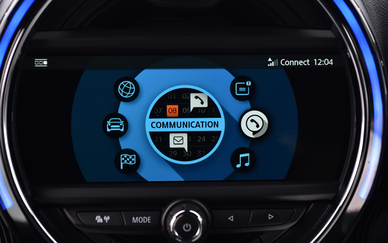 mini 39 s new touchscreen navigation is a huge upgrade. Black Bedroom Furniture Sets. Home Design Ideas