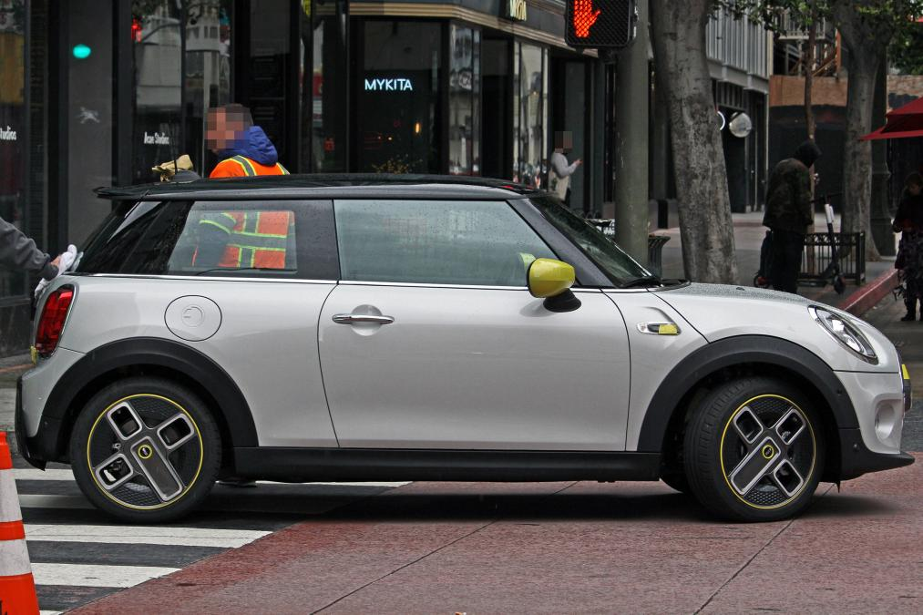 Exclusive Mini Cooper S E Pricing Battery Specs And Other Details