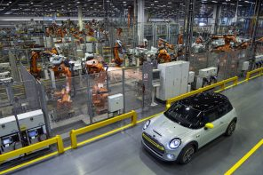 MINI Celebrates Launch of Cooper SE at Oxford & Reveals Production Schedule